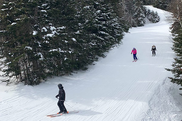 people downhill skiing